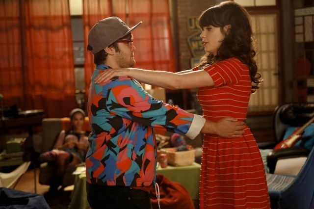 New Girl: Charlie Saxton e Zooey Deschanel nell'episodio Neighbors