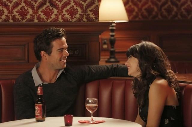 New Girl: David Walton e Zooey Deschanel nell'episodio Katie
