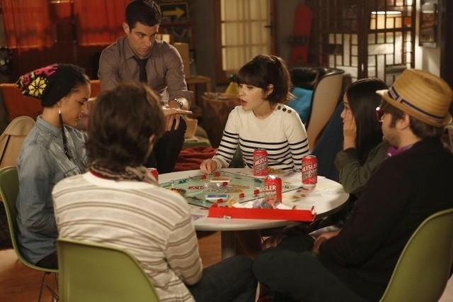 New Girl: Max Greenfield e Zooey Deschanel nell'episodio Neighbors