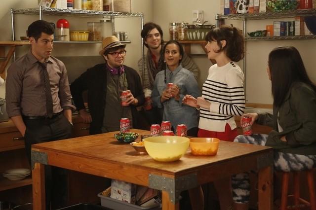New Girl: Zooey Deschanel, Charlie Saxton, Morgan Krantz, Jasmine Di Angelo e Jinny Chung nell'episodio Neighbors