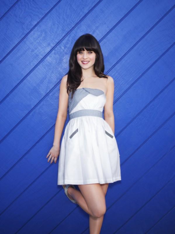 New Girl: Zooey Deschanel in una foto promozionale del cast della seconda stagione