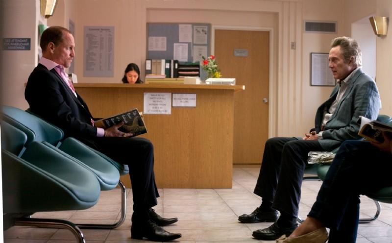Woody Harrelson e Christopher Walken in ospedale in una scena di Seven Psychopaths