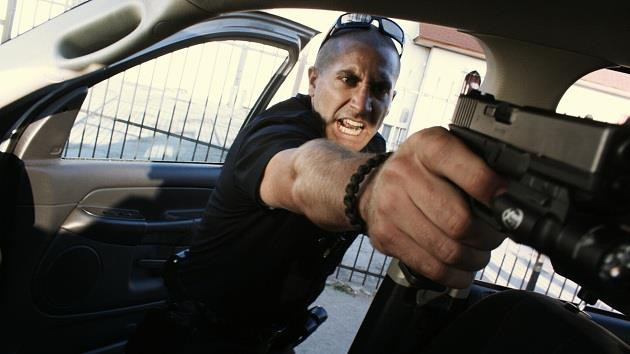 Jake Gyllenhaal in azione in End of Watch