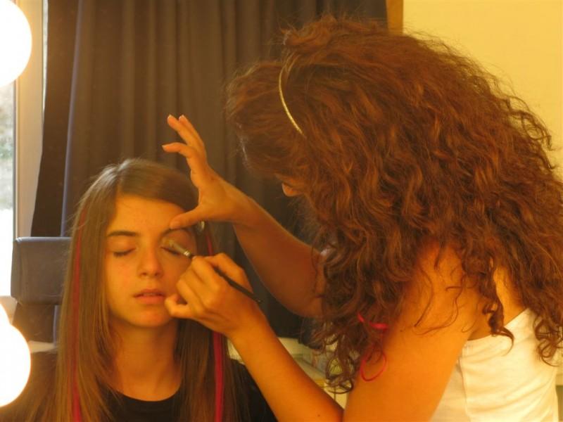 I Cesaroni 5, Angelica Cinquantini al trucco, prima delle riprese