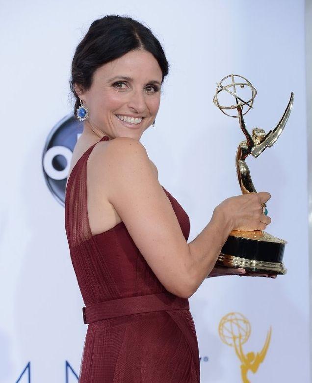 Julia Louis-Dreyfus impugna l'Emmy 2012 per Veep