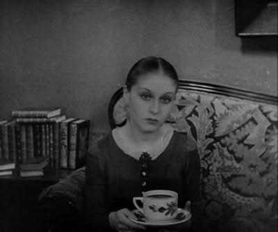 Rena Mandel in una scena di Vampyr - Il vampiro (1932)