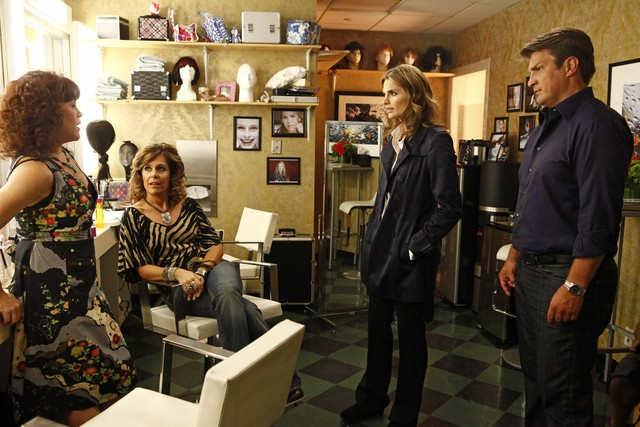 Castle: Christine Elise, Laura Niemi, Stana Katic e Nathan Fillion nell'episodio Cloudy With a Chance of Murder