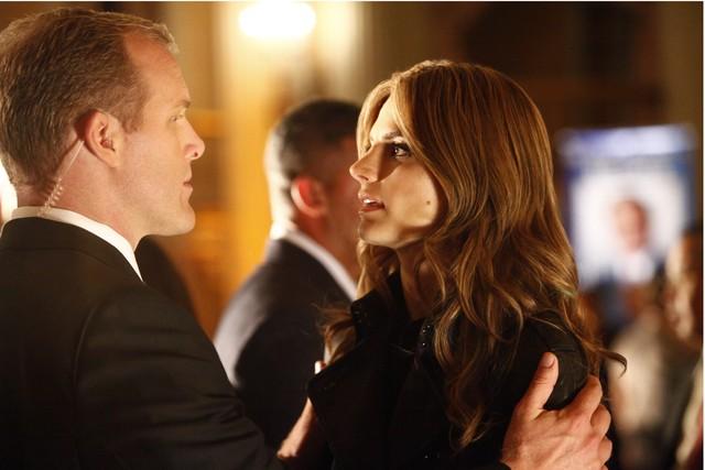 Castle: Michael Duisenberg e Stana Katic nell'episodio After the Storm, premiere della stagione 5