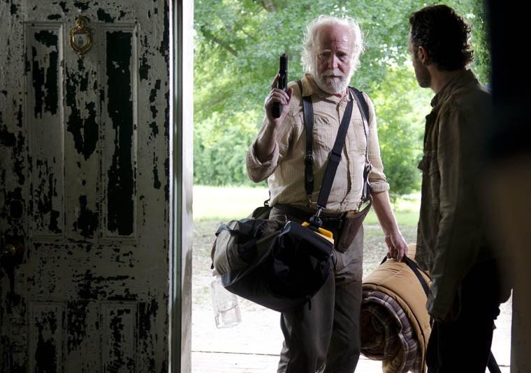 The Walking Dead: Scott Wilson e Andrew Lincoln nell'episodio Seed, premiere stagione 3