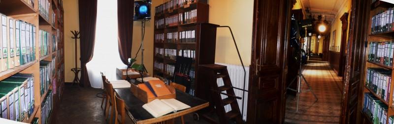 Il Commissario Nardone - scenografia di G. Pirrotta - archivio e corridoio Questura