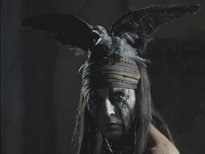 The Lone Ranger: un primo piano di Johnny Depp nei panni dell'indiano Tonto