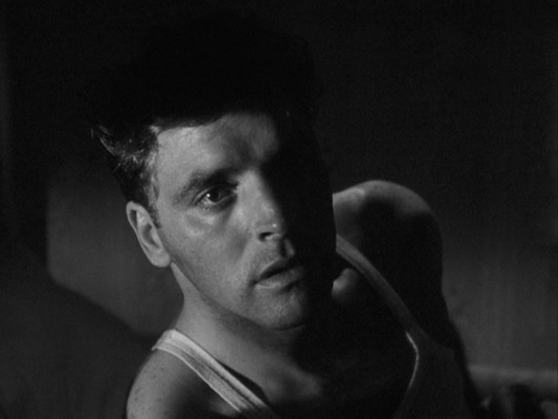 Primo piano di Burt Lancaster nel film I Gangsters di Robert Siodmak