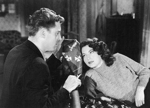 Burt Lancaster con Ava Gardner in una scena del film I Gangsters (1946)