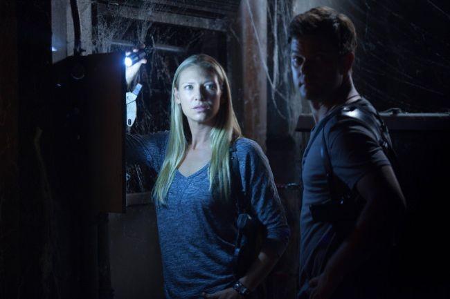 Joshua Jackson insieme a Anna Torv in una scena dell'episodio In Absentia della quinta stagione di Fringe