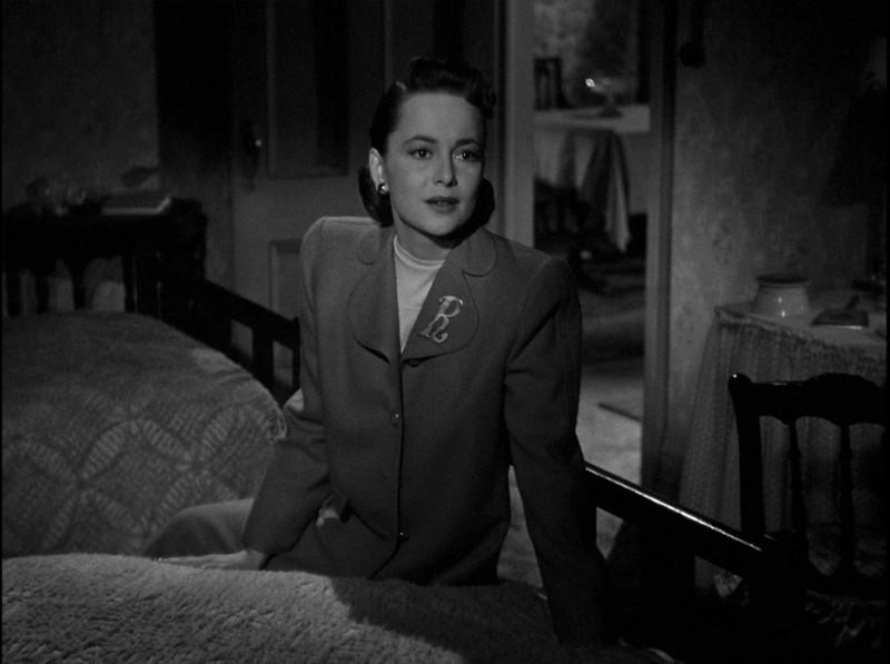 Olivia de Havilland in una sequenza del film Lo specchio scuro (1946)
