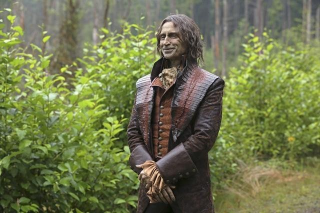 Robert Carlyle in una scena dell'episodio We Are Both della seconda stagione di C'era una volta