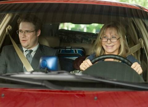 Seth Rogen e Barbra Streisand in auto in The Guilt Trip