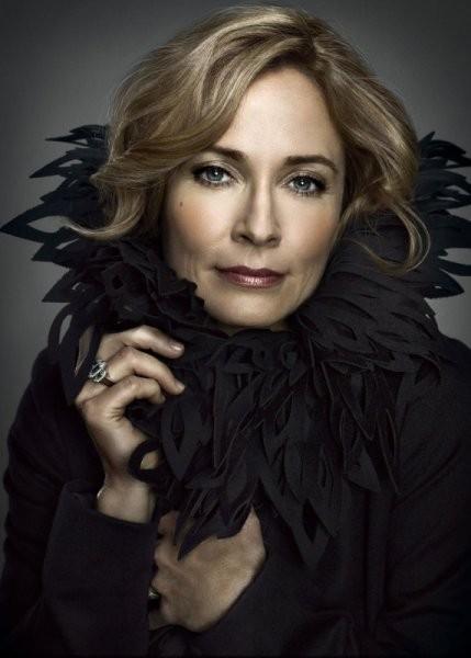 Susanna Thompson in una foto promozionale della prima stagione di Arrow