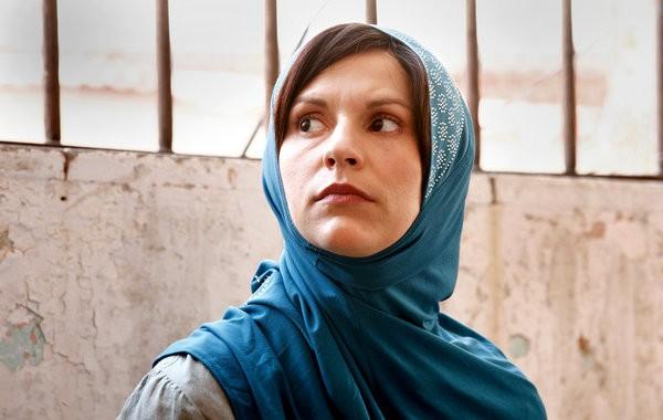 Claire Danes in una scena della premiere della seconda stagione di Homeland intitolata The Smile