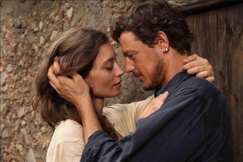 Margareth Madè e Giorgio Lupano in una scena del film tv Il paese delle piccole piogge
