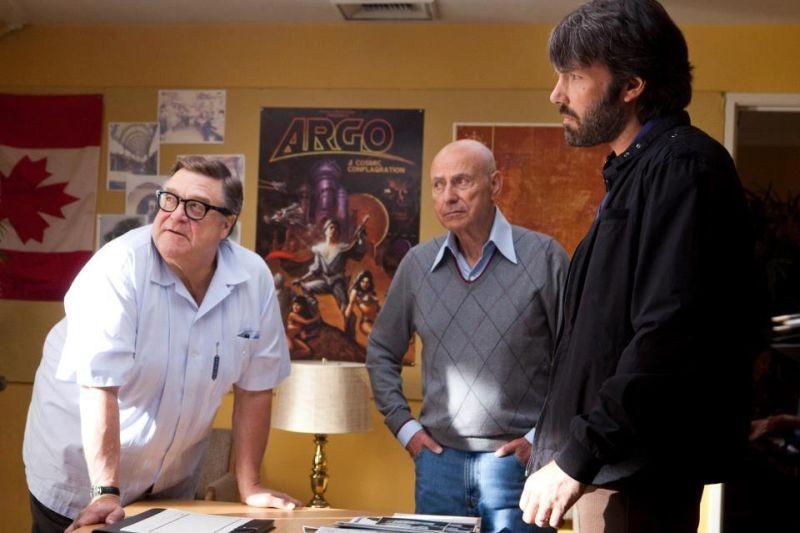 Argo: Ben Affleck, John Goodman ed Alan Arkin in una scena del film