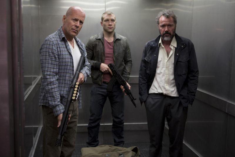 Bruce Willis, Jai Courtney e Sebastian Koch in una scena di Die Hard - Un buon giorno per morire