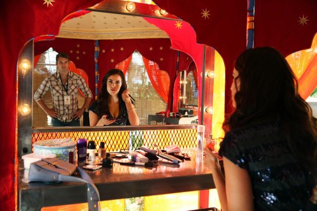 90210:Justin Deeley e Jessica Lowndes in una scena dell'episodio Til Death Do Us Part