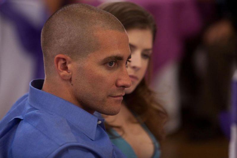 Jake Gyllenhaal in un momento di End of Watch - Tolleranza zero con Anna Kendrick