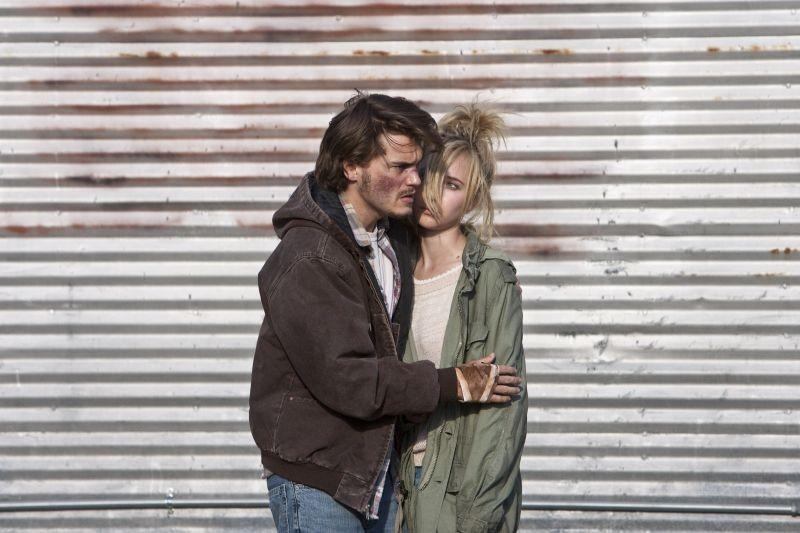 Juno Temple con Emile Hirsch in una scena di Killer Joe