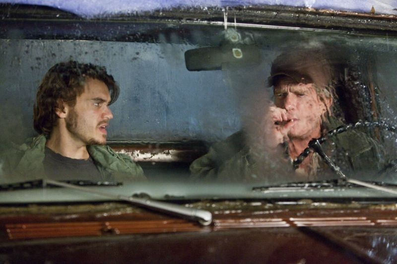 Killer Joe: Emile Hirsch con Thomas Haden Church in un'immagine tratta dal film
