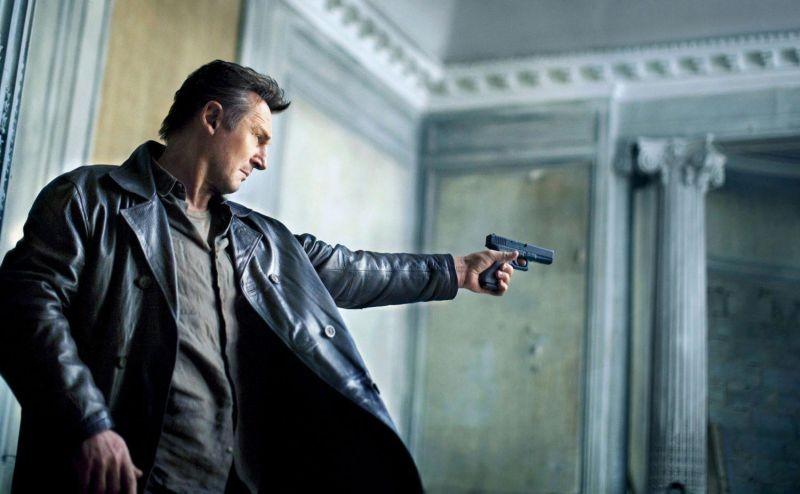 Liam Neeson in una scena tratta da Taken: la vendetta