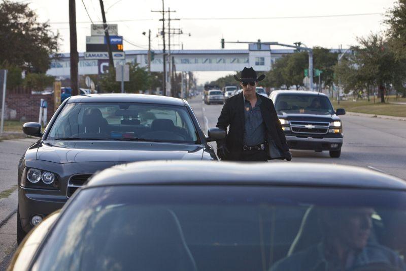 Matthew McConaughey, protagonista di Killer Joe, in una scena del film
