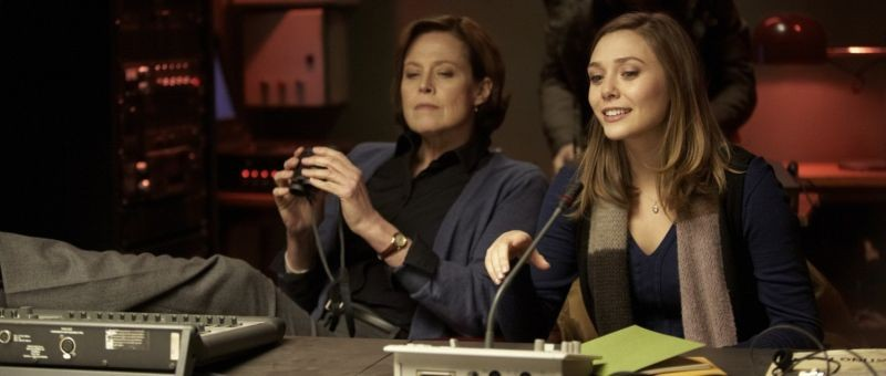 Red Lights: Elizabeth Olsen e Sigourney Weaver in una scena del thriller di Rodrigo Cortés