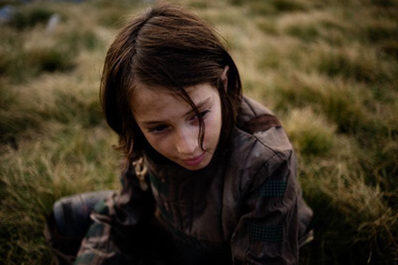 Archeo: il bambino, interpretato da Tommaso Finzi, in una scena del film