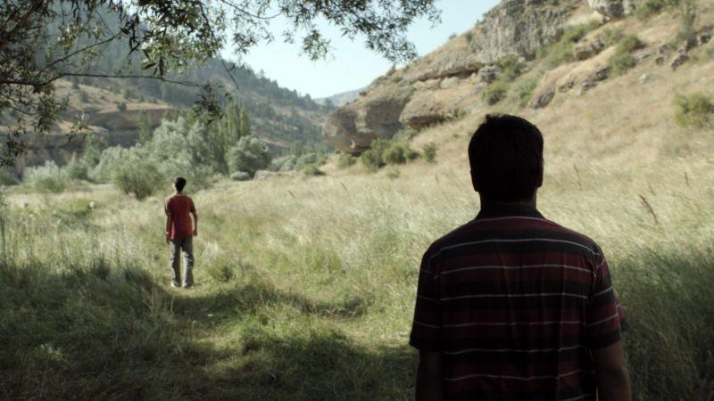 Beyond the Hill: una scena del film ambientato nella foresta