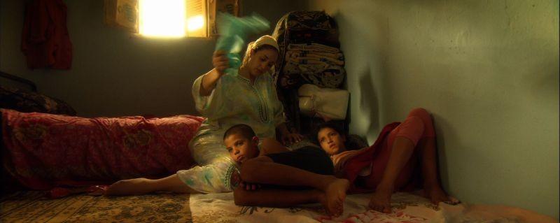 Boiling Dreams: Hoda Sedqui nei panni di una mamma in attesa di notizie dal marito emigrante