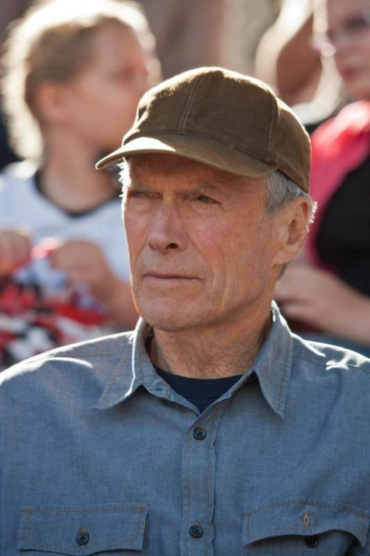Clint Eastwood in una scena di Di nuovo in gioco nei panni di un talent scout di giocatori di baseball