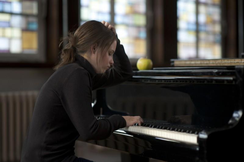Jasna Fritzi Bauer al pianoforte in Für Elise (2012)