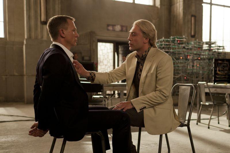 Skyfall: Javier Bardem e Daniel Craig in un'intensa scena del film