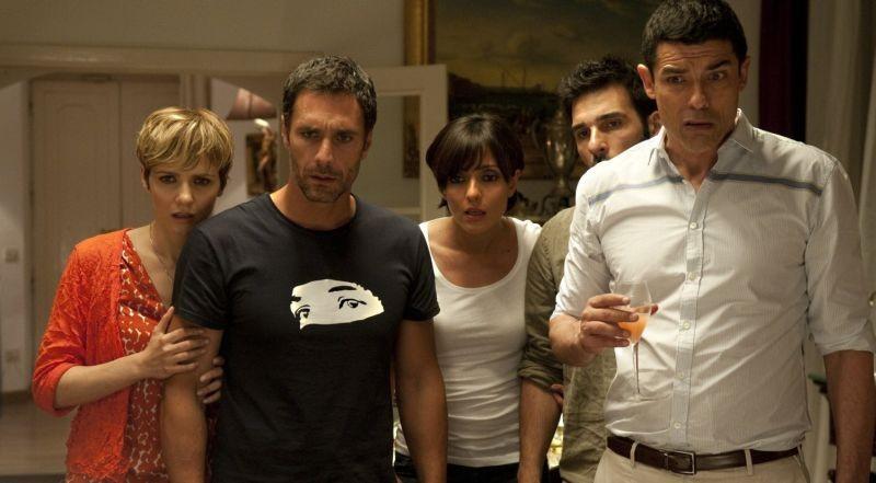 Viva l'Italia: Ambra Angiolini, Edoardo Leo, Raoul Bova, Camilla Filippi e Alessandro Gassman in una scena