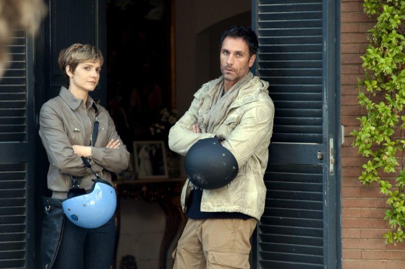 Viva l'Italia: Raoul Bova insieme a Camilla Filippi in una scena