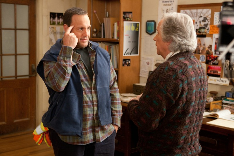 Kevin James parla con Henry Winkler in Colpi da maestro, commedia del 2012