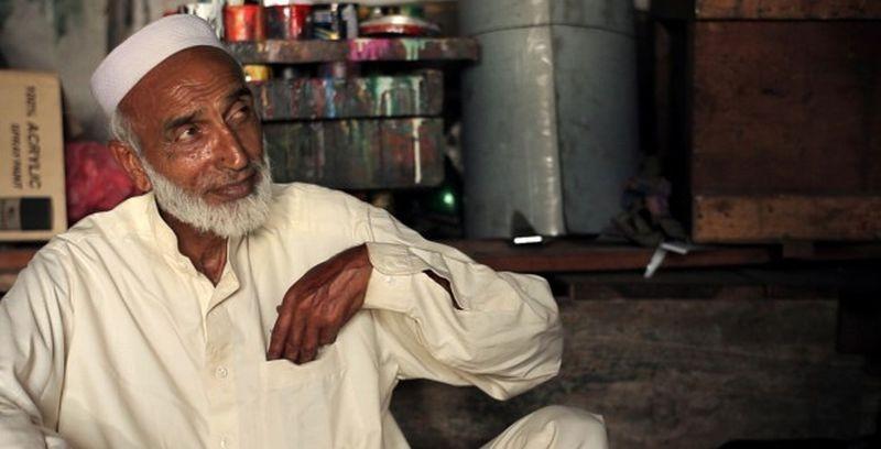 Noor: una scena tratta dal road-movie incentrato sulla vera storia dell'attore protagonista Noor