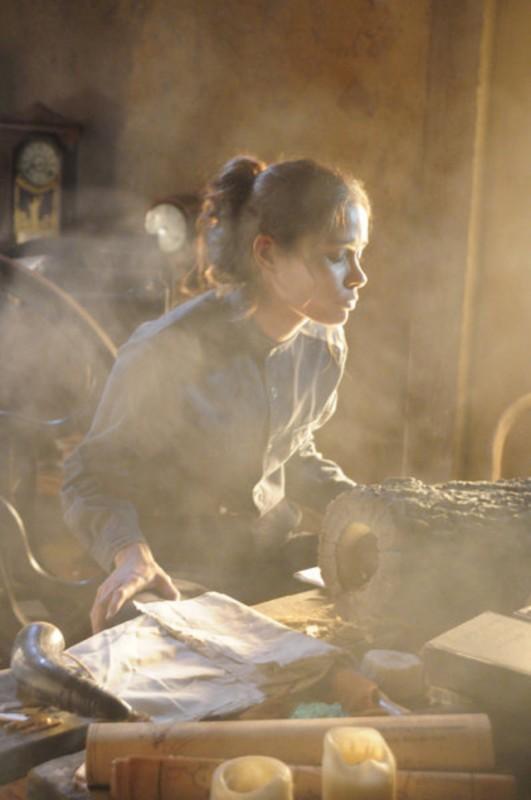 Revoution: Daniella Alonso nell'episodio Soul Train