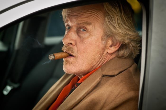 Rutger Hauer è Freek van Dyk in Agent Ranjid rettet die Welt