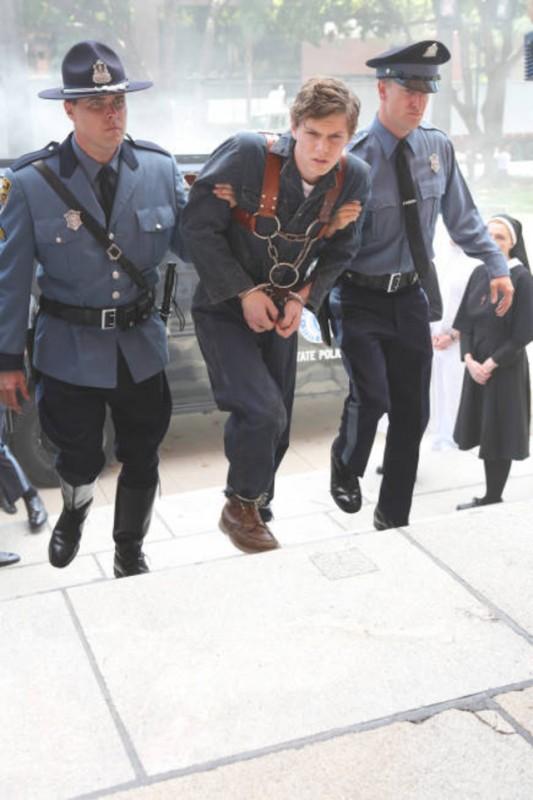 American Horror Story, Asylum - Evan Peters è Kit, un benzinaio