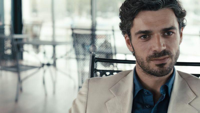 E la chiamano estate: Luca Argentero in una scena del film