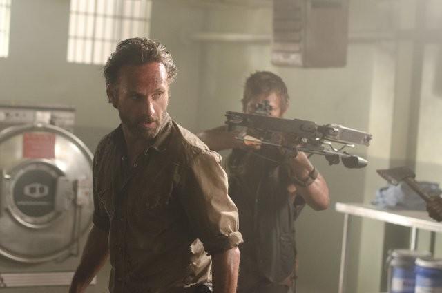 The Walking Dead: Andrew Lincoln e Norman Reedus nell'episodio Il risveglio