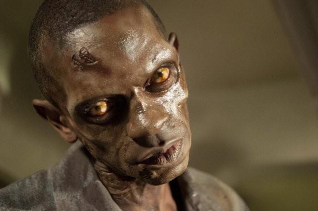 The Walking Dead: il primo piano di un Errante nell'episodio Il risveglio