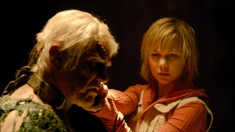 Adelaide Clemens in una sequenza dell'horror videoludico Silent Hill: Revelation 3D
